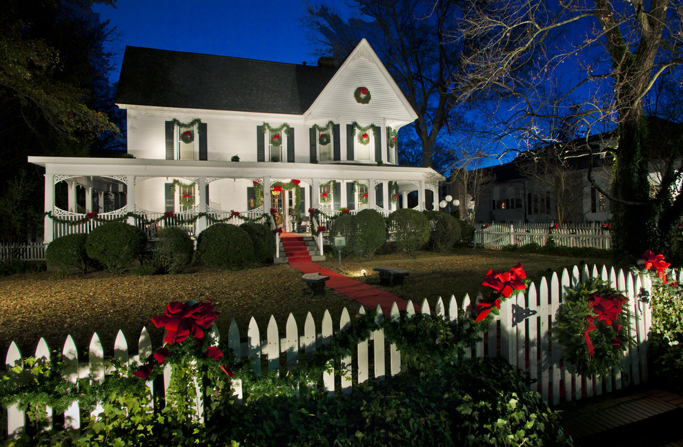 Christmas Dinnerware Exterior Traditional with Christmas Decorations Christmas Wreath Entrance Entry Entry Gate Garden Lighting Garland Grass
