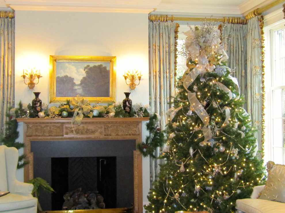 christmas tree topper Family Room Traditional with christmas decor christmas decorating atlanta Christmas tree Christmas wreath exterior christmas garland