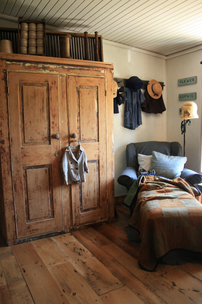 clothing armoire Bedroom Rustic with none