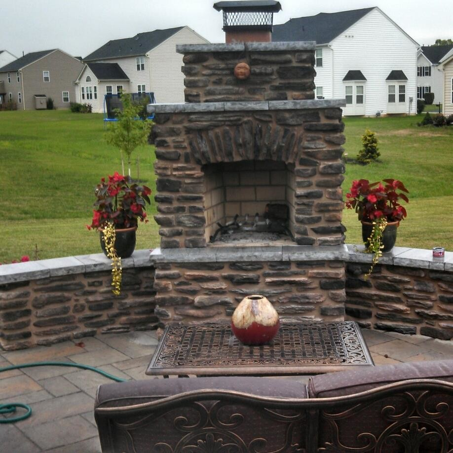 Emile Henry Pizza Stone Spaces with Belgard Block Brick Driveway Ep Henry Fire Pit Fire Place Firepit Fireplace4