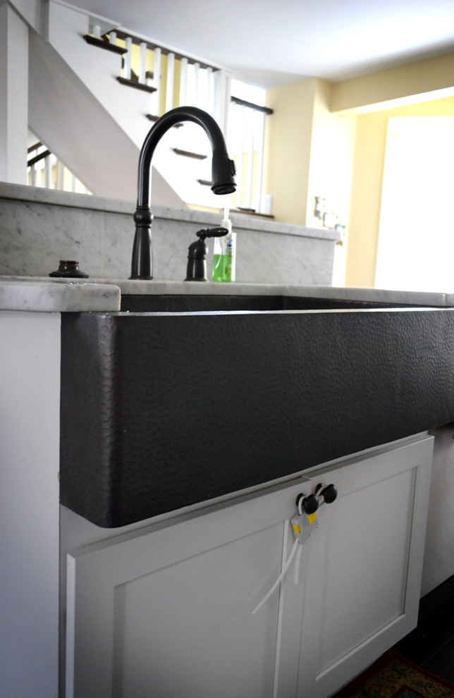 Farmhouse Sink Kitchen Traditional with None