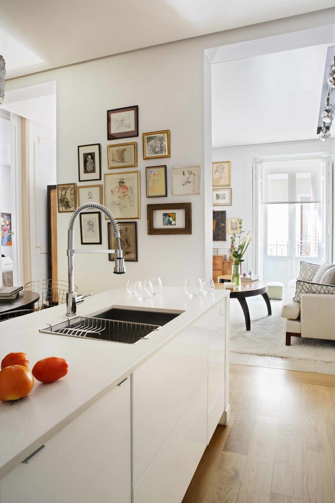 Gratin Dish Kitchen Contemporary with Bridge Faucet Edge Pulls Picture Wall White Countertop