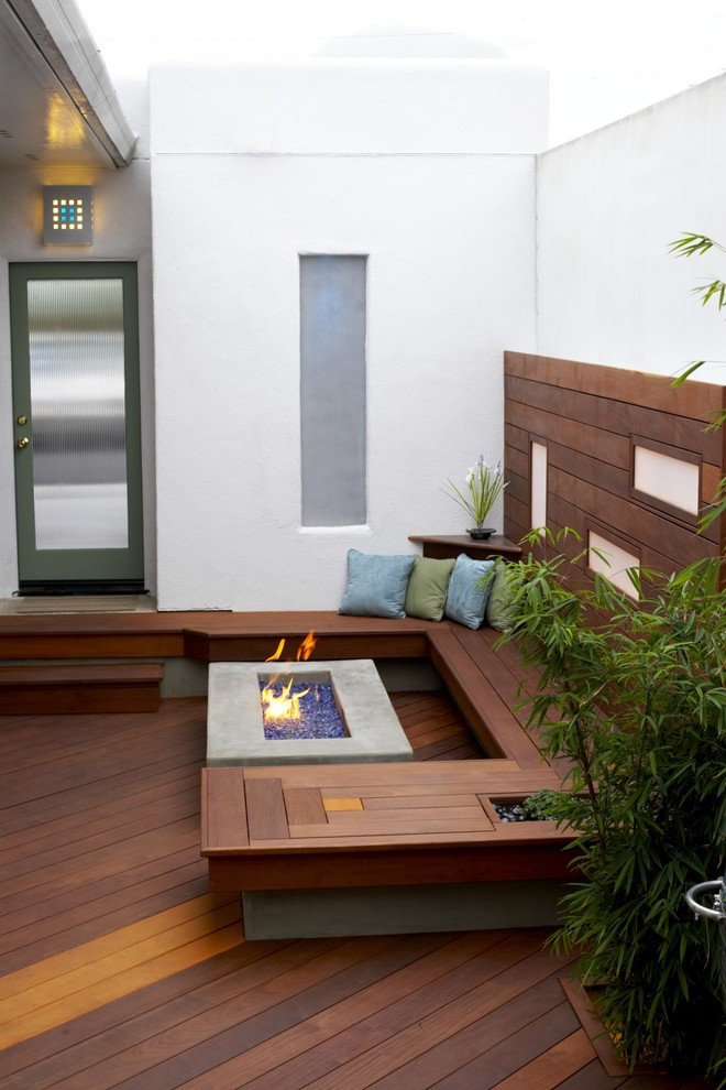 Real Flame Gel Fuel Deck Modern with Bamboo Breezeway Built Ins Corten Deck Decorative Pillow Entrance Entry Fire Pit