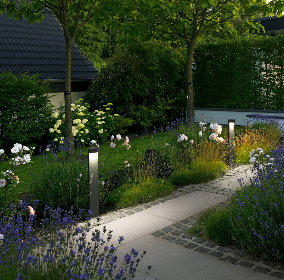 solar walkway lights Landscape Contemporarywith CategoryLandscapeStyleContemporary